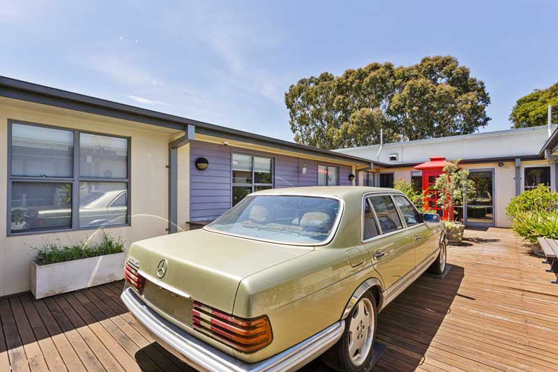 Doutta Galla Avondale - outside area with old Mercedes