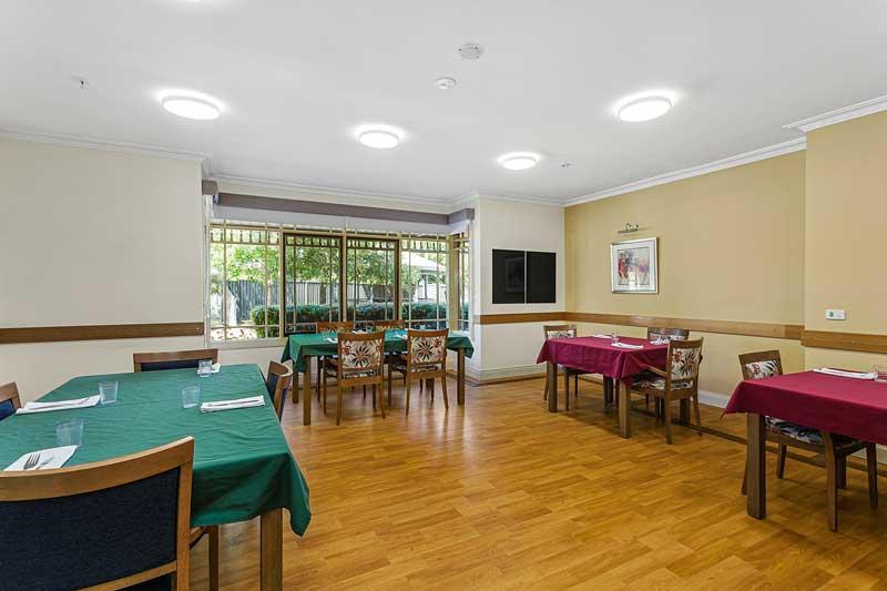 Doutta Galla Grantham Green - dining room