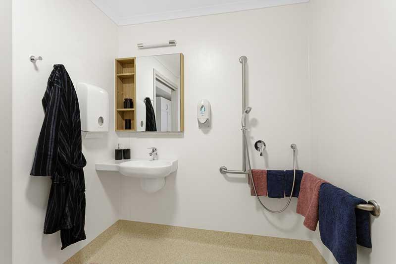 Doutta Galla Grantham Green - typical bathroom