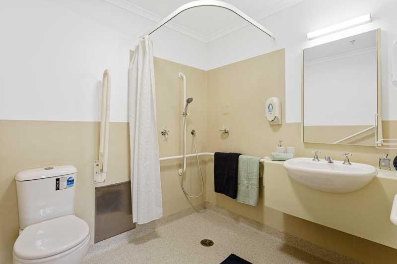 Doutta Galla Lynch's Bridge - typical bathroom